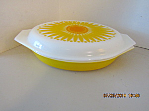 Corning Pyrex Daisy Sunflower Covered Serving Dish