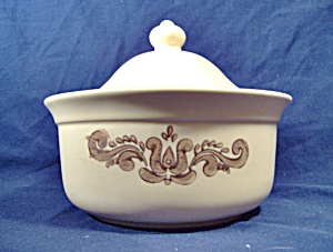 Pfaltzgraff Brown Village 1 Quart Round Casserole