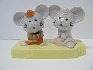 Vintage Mouse On Cheese Salt & Pepper Shaker Set