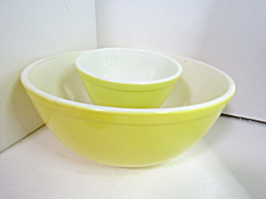 Vintage Pyrex Stacking/mixing Yellow Two Bowl Set