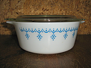 Vintage Pyrex Snowflake 1.5 Pint Covered Casserale