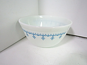 Vintage Pyrex Snowflake Stacking Bowl