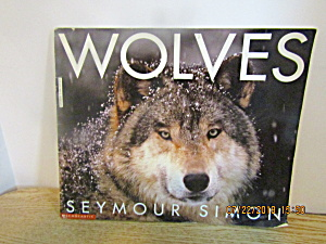 Scholastic Young Readers Book Wolves (Image1)