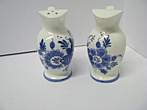 Vuntage Blue Floral Water Pitcher Salt&pepper Set