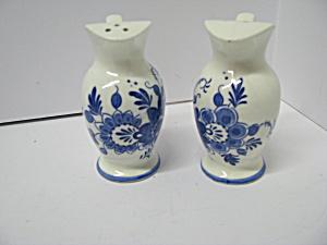 Vuntage Blue Floral Water Pitcher Salt&Pepper Set (Image1)