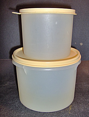 Vintage Tupperware Round Bowls With Tan Lids