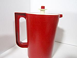 Tupperware Vintage  Cranberry Red 2 Quart Pitcher (Image1)