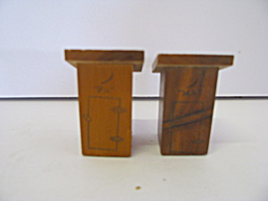 Vintage Wooden Ma & Pa Outhouses Salt & Pepper Shaker S (Image1)