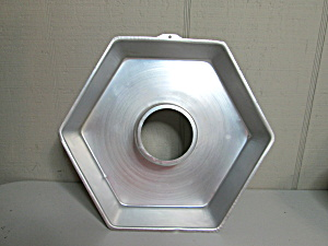 Wilton Vintage Hexagon Cake Pan