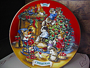 Avon 1992 Christmas Plate Sharing Christmas W/ Friends