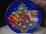 Click here to enlarge image and see more about item xacp5g: Avon 1995 Christmas Plate Trimming The Tree