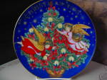 Click here to enlarge image and see more about item xacp5o: Avon 1995 Christmas Plate Trimming The Tree