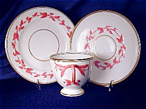 Pink & White Relief Molded Dessert Set (Image1)