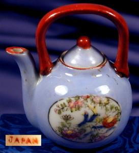 Hand painted miniature teapot with lid (Image1)