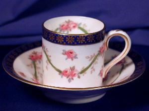 Rose & vine demi-tasse cup & saucer (Image1)