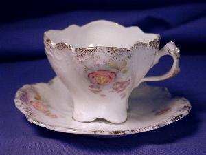 R.S. Prussia white w/rose demi c&s (Image1)
