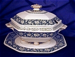 Click to view larger image of Mintons  Covered Gravy w/Tray (Image1)