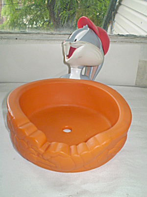 Bugs Bunny Hard Plastic Kids Cereal Bowl Holder 1996 (Image1)