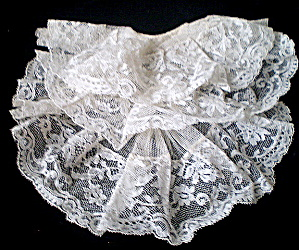 Jabot Vintage 1950 Ladies White Machine Lace  (Image1)