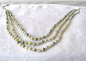 Vintage Green 3 tierSimulated Pearl Necklace w/filigree (Image1)