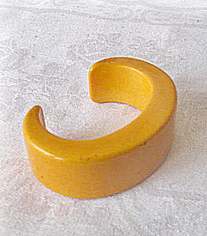 Vintage Bakelite  Butter Yellow Bracelet (Image1)