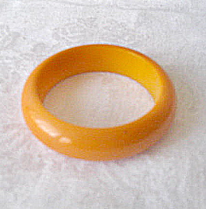 Vintage Bakelite Butter Yellow Bangle Bracelet (Image1)
