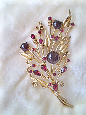Vintage 1945 Goldtone and Ruby Costume Jewelry Brooch (Image1)