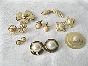 Vintage 1950s Goldtone Metal and Pearls Jewelry  (Image1)