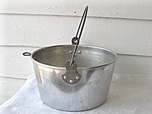 Vintage 1940s Aluminum Swing Pot with Handle (Image1)