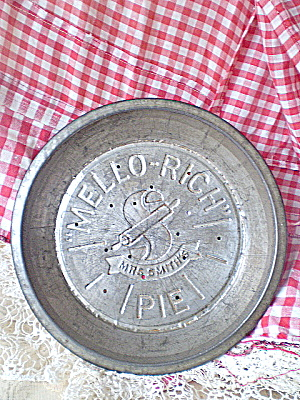 Antique 1930 Mrs. Smith Mello-Rich Pie Tin  (Image1)