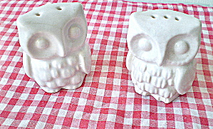 Vintage Porcelain OWL Salt and Pepper Set (Image1)