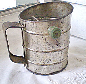 Kitchen Collectible 1930s Flour Sifter (Image1)