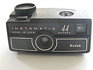 Kodak Instamatic 44 Camera and Flash Cubes (Image1)