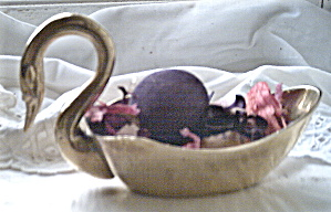 Potpourri Holder Brass Swan 1950 (Image1)