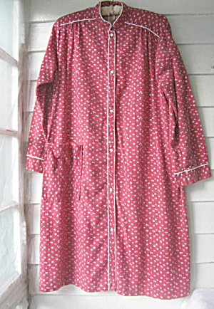 Vintage 1960s LadiesRed CottonFlannel Robe by Violette  (Image1)