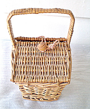 Vintage Straw Sewing Basket (Image1)