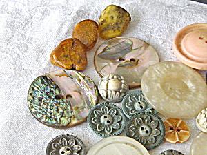 Vintage Buttons Abelone,Bakelite,Stone & Plastic. (Image1)
