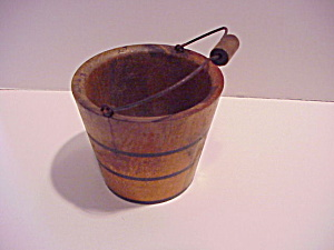 Toy or salesman's sample wooden bucket (Image1)