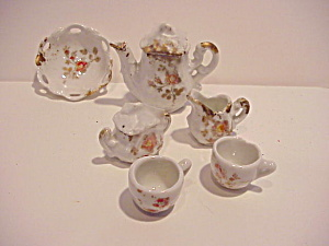 Dollhouse Size Porcelain Tea Set (Image1)