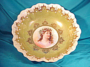 ROYAL WETTIN PORTRAIT BOWL W/LADY W/HOLLY (Image1)
