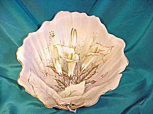 RS PRUSSIA(UM)SATIN LEAF SHAPE BOWL W/GOLD (Image1)