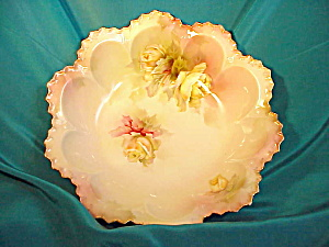 RS PRUSSIA(RM) SCALLOPED BOWL WITH/ROSES (Image1)