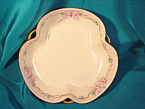 RS PRUSSIA TRI HANDLED HAND PAINTED BOWL (Image1)