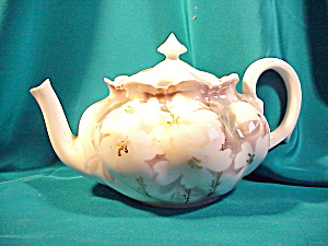 RS PRUSSIA LIDDED TEAPOT/SURREAL DOGWOOD (Image1)