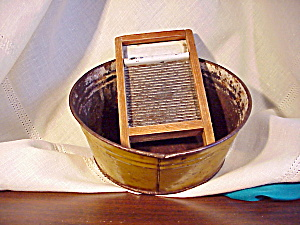 CHILD'S TIN WASHTUB WITH SCRUB BOARD (Image1)