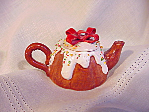 CHILDS TEA POT/CERAMIC TOY WITH XMAS MOTIF (Image1)