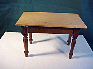Very Old Toy table, turned legs (Image1)