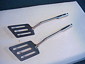 Childs Metal Pancake Turner - metal handle (Image1)