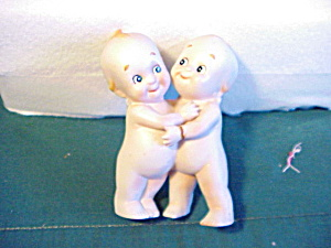 BISQUE KEWPIES HUGGING EACH OTHER (Image1)