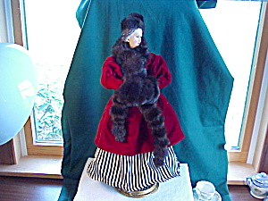 ICE SKATING DOLL IN VELVET AND FAUX FUR (Image1)